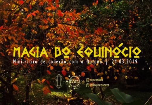 Capa do evento Magia do Equinócio,em que ao fundo se vê uma árvore de folhas amareladas